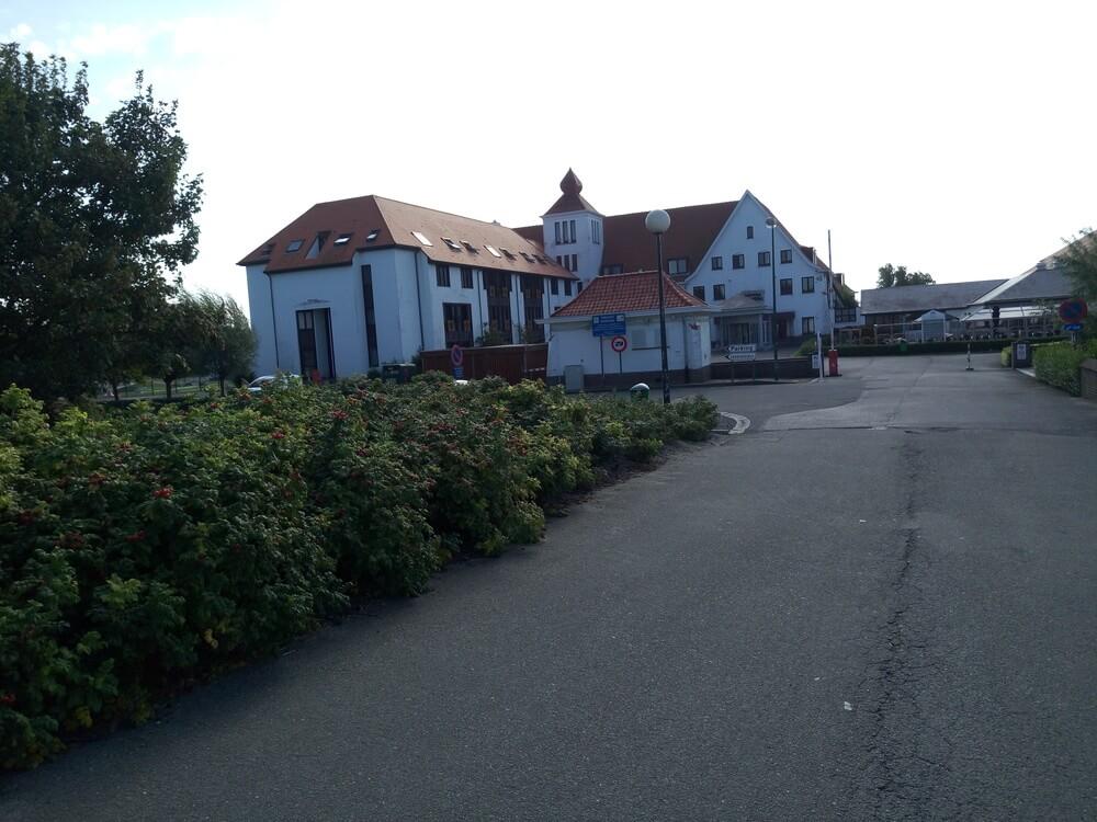 Hotel Outside 18